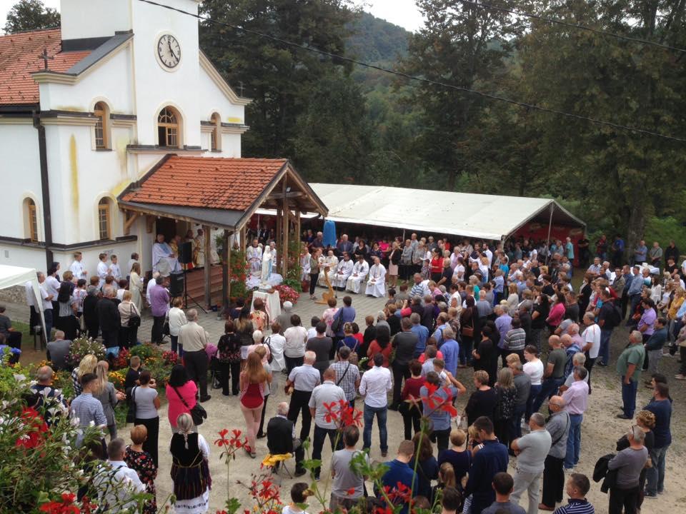 Fra Dujo Ljevar je slavio u Sasini ZLATNU MISU a fra Drago Ljevar 40 godina misništva
