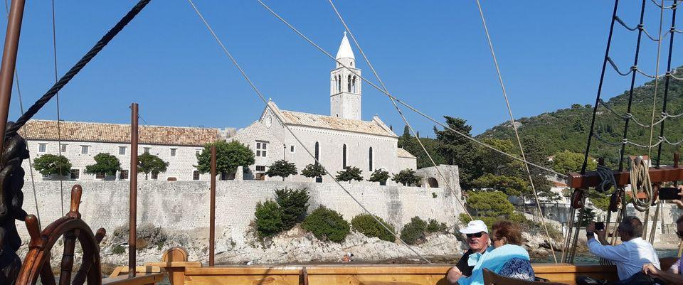 Blagoslov obnovljene crkve Gospe od Špilice na Lopudu: Budimo crkva i zajednica u kojoj je uvijek ponovno moguće susresti Boga